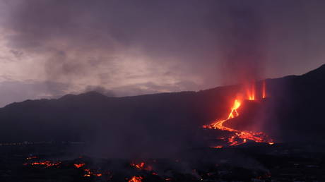 La Palma declared 'disaster zone' as Spanish govt pledges €10mn & island awaits potential toxic cloud from volcanic lava (VIDEOS)